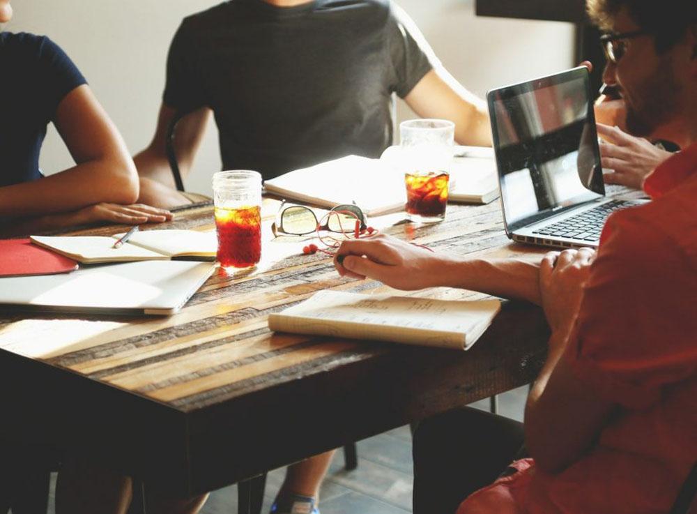 「業務効率化ツール」導入のススメ。具体的に活用方法まで解説